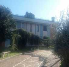 Italy A large Prestige villa with garden...